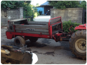 堆肥撒きの機械